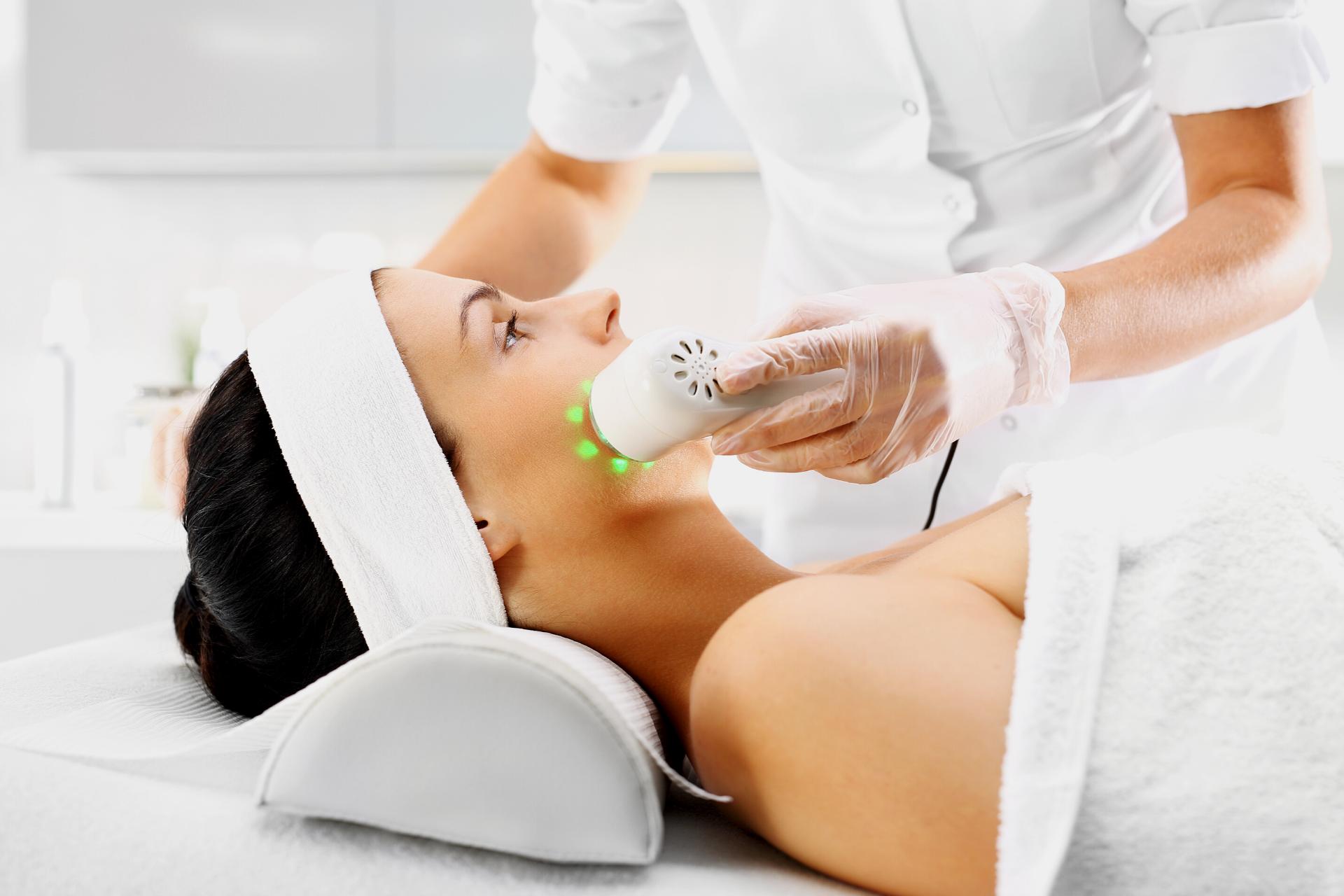 Fototerapia, el tratamiento facial que necesitas